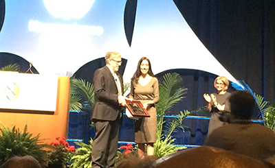 Keren Haroush receiving the Society for Neuroscience International Research Award.